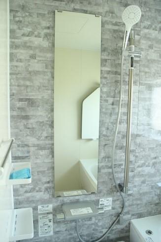 十日町市で新築なら水落住建の風呂の鏡